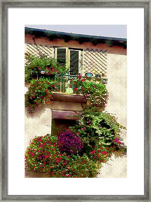 Piazza Dell'anfiteatro Framed Print by Linda  Parker