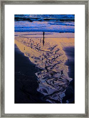 Framed Print featuring the photograph The Comming Day by Dale Stillman