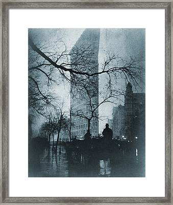 The Flatiron Building, New York City Framed Print by Everett