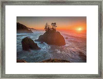 Framed Print featuring the photograph The Golden Sunset Of Oregon Coast by William Lee