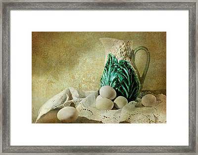 The Green Leaf Framed Print by Diana Angstadt