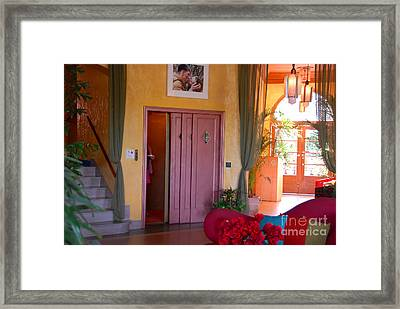 The Kiss Framed Print by David Lee Thompson