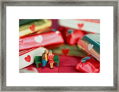 The Lovers In Valentine's Day Framed Print by Paul Ge