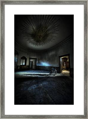 The Oval Star Room Framed Print by Nathan Wright