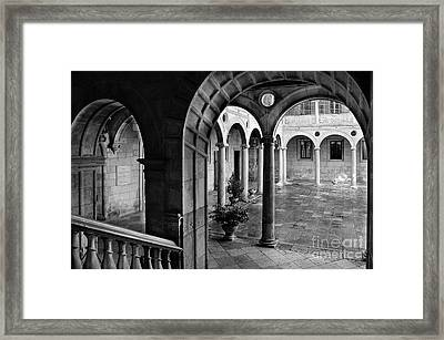The Palace Of The Guzmanes Courtyard Framed Print by RicardMN Photography
