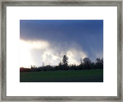 The Pending Storm Framed Print by Laurie Kidd