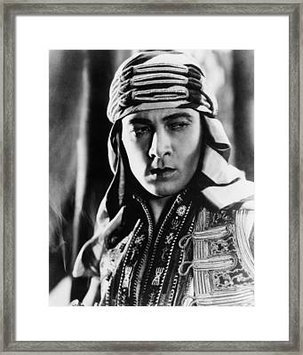 The Sheik, Rudolph Valentino, 1921 Framed Print by Everett