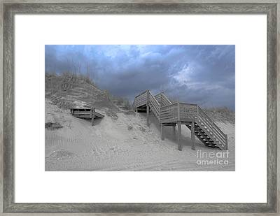The Storm Is Here Framed Print by Linda Mesibov