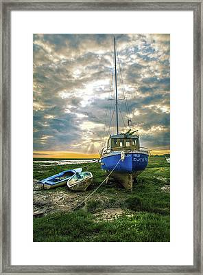 The Sun Sets On The Ellen Kelly Framed Print by Brian Tarr