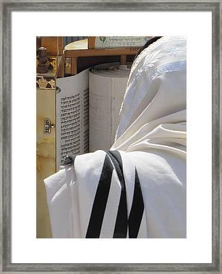 Thora Reading At The Western Wall Framed Print by Yoel Koskas