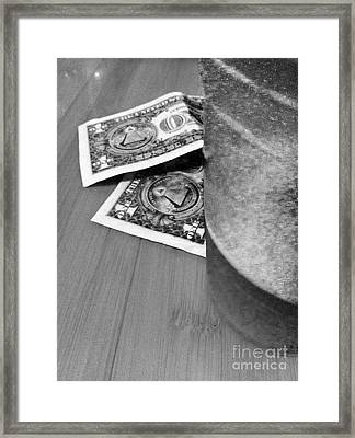 Tip For A Draft Beer Framed Print by WaLdEmAr BoRrErO