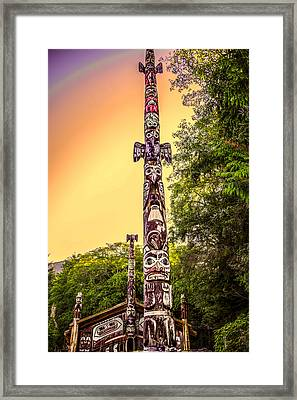 Totem Pole Framed Print by Robin Williams