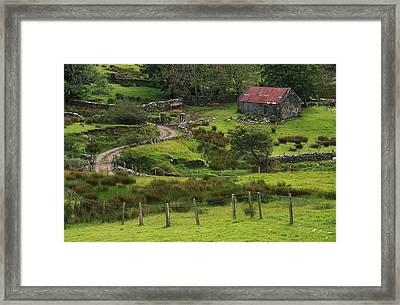 Traditional Cottages, Dan Oharas Framed Print