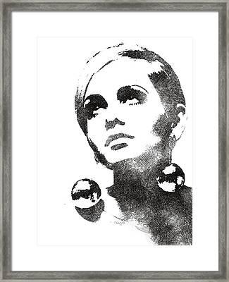 Twiggy Bw Portrait Framed Print