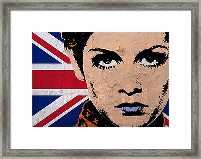 Twiggy-uk Pop Framed Print by Otis Porritt