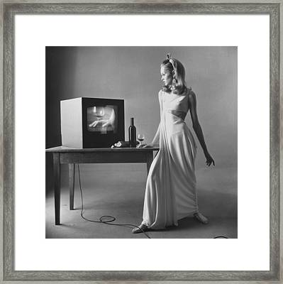 Twiggy With Television Monitor Framed Print by Bert Stern