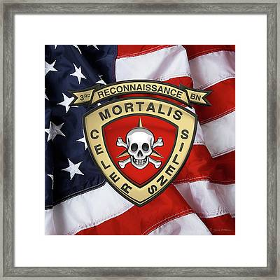 U S M C  3rd Reconnaissance Battalion -  3rd Recon Bn Insignia Over American Flag Framed Print