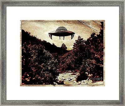 Ufo Hovering Pop Art By Raphael Terra Framed Print by Raphael Terra