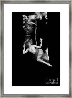Underwater Beauty 002 Framed Print