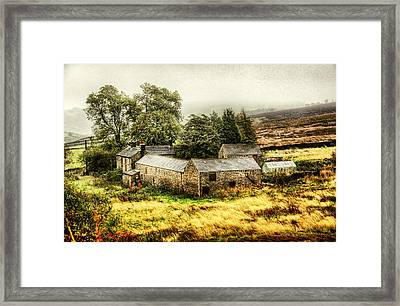 ..up'ont'moor Framed Print by Russell Styles