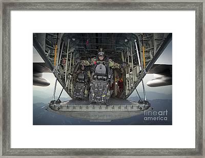 U.s. Navy Seals Combat Diver Prepares Framed Print by Tom Weber