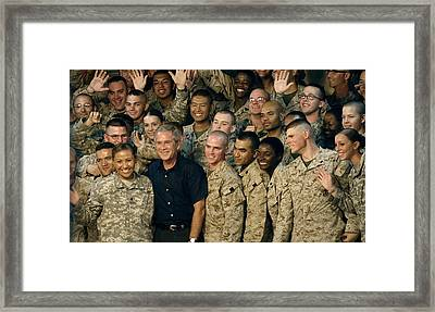 Us Soldiers Gather Around President Framed Print by Everett