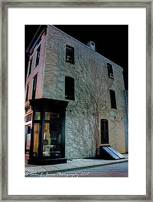 Vine's On A Building Framed Print by Sean Jones