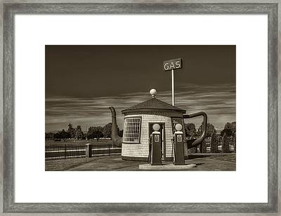 Vintage Gas Station - Zillah Teapot Dome  Framed Print by Mark Kiver