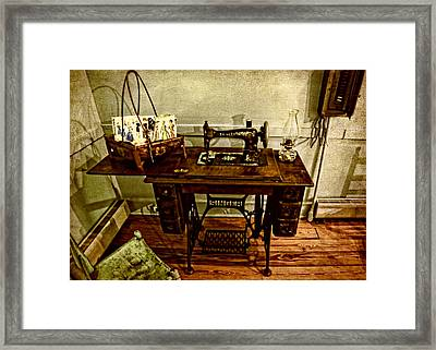 Vintage Singer Sewing Machine Framed Print