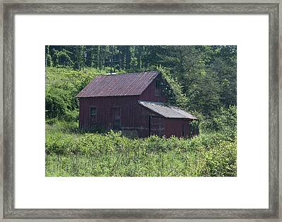 Virginia Barn Framed Print by Suzanne Gaff