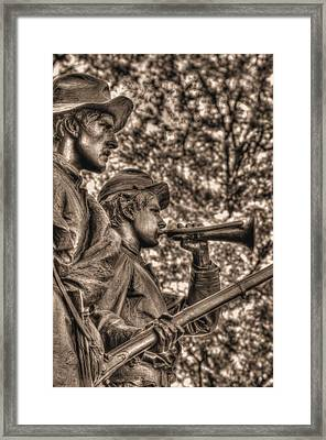 Virginia To Her Sons At Gettysburg - War Fighters - Readying For The Advance Framed Print
