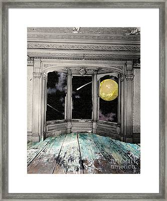 Watching The Comet Framed Print by Mindy Sommers