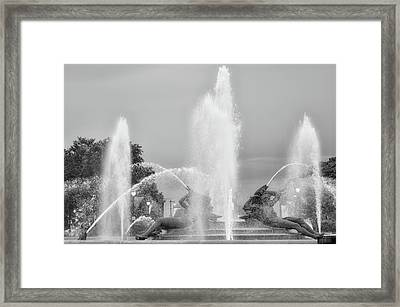 Water Spray - Swann Fountain - Philadelphia In Black And White Framed Print by Bill Cannon