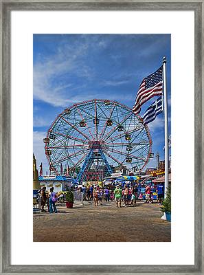 Wonder Wheel In Coney Island New York Framed Print by David Smith