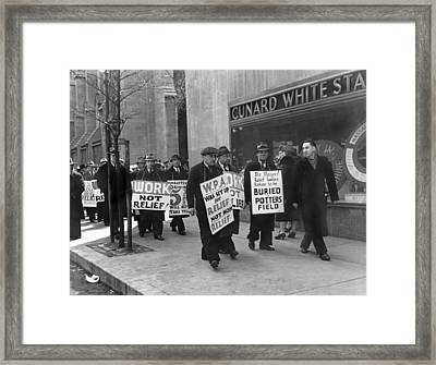 Wpa Pickets On Fifth Avenue Framed Print by Underwood Archives