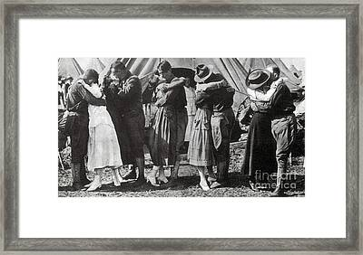 Wwi, Doughboys Kiss Sweethearts Goodbye Framed Print by Science Source