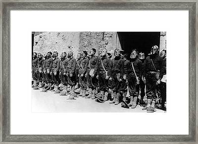 Wwi, U.s. Marines, Gas Mask, 1918 Framed Print by Science Source