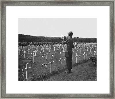 Wwii Taps Memorial Service Framed Print by Underwood Archives