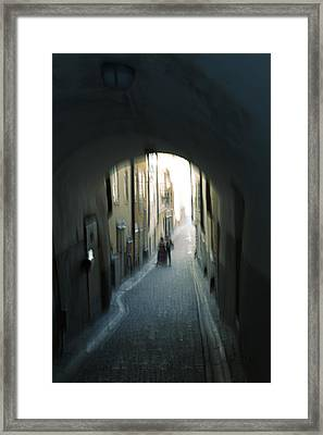 Young Couple In An Alley Framed Print by Ulrich Kunst And Bettina Scheidulin