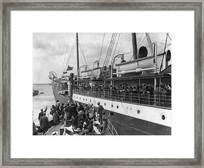 Emigrants Farewell Framed Print by Topical Press Agency