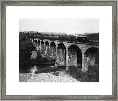 Flying Scotsman Framed Print by Fox Photos