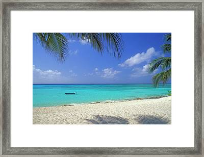 7 Mile Beach, Cayman Islands Framed Print by Myloupe/uig