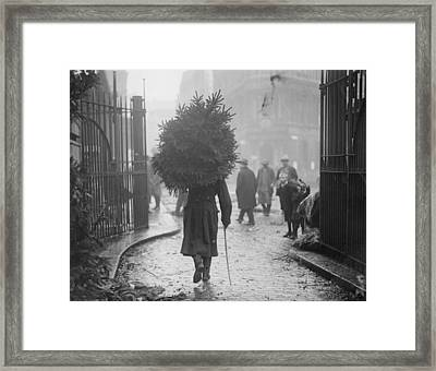 A Soldiers Christmas Framed Print by Topical Press Agency