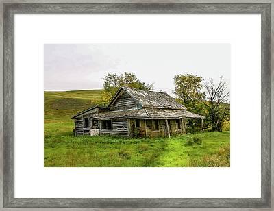 Abondened Old Farm Houese And Estates Dot The Prairie Landscape, Framed Print