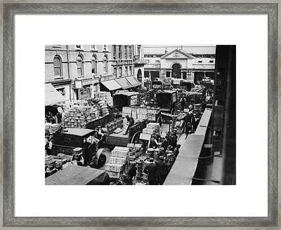 Busy Covent Market, London Framed Print by Fpg