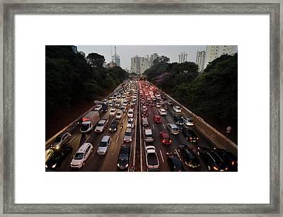 Congestionamento Em São Paulo Framed Print by Levi Bianco