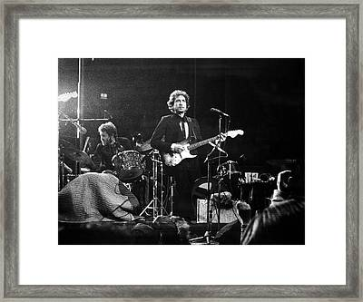 Dylan & Helm At Madison Square Garden Framed Print by Fred W. McDarrah