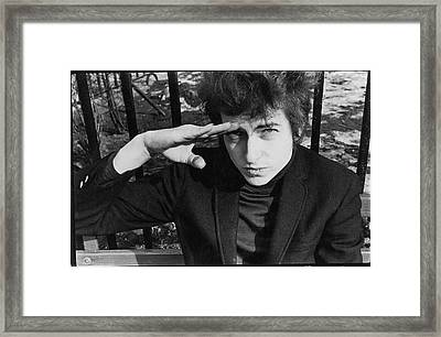 Dylan Salutes In Sheridan Square Park Framed Print by Fred W. McDarrah