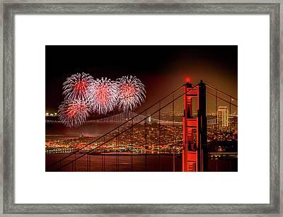 Firework At San Francisco, California Framed Print by Spondylolithesis