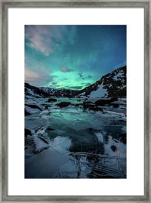 Gale-force Aurora V Framed Print